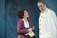 Jana Büchner as Iliia and Edward Randal as Idomeneo
