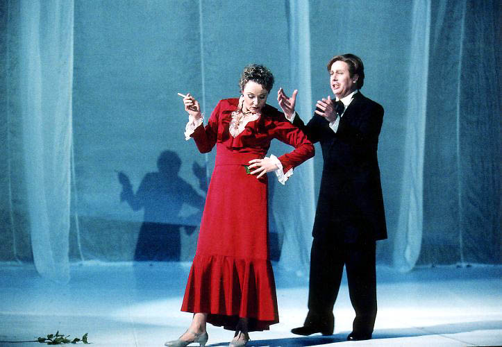 Regine Köbler as Olga and Edward Randall as Lenski